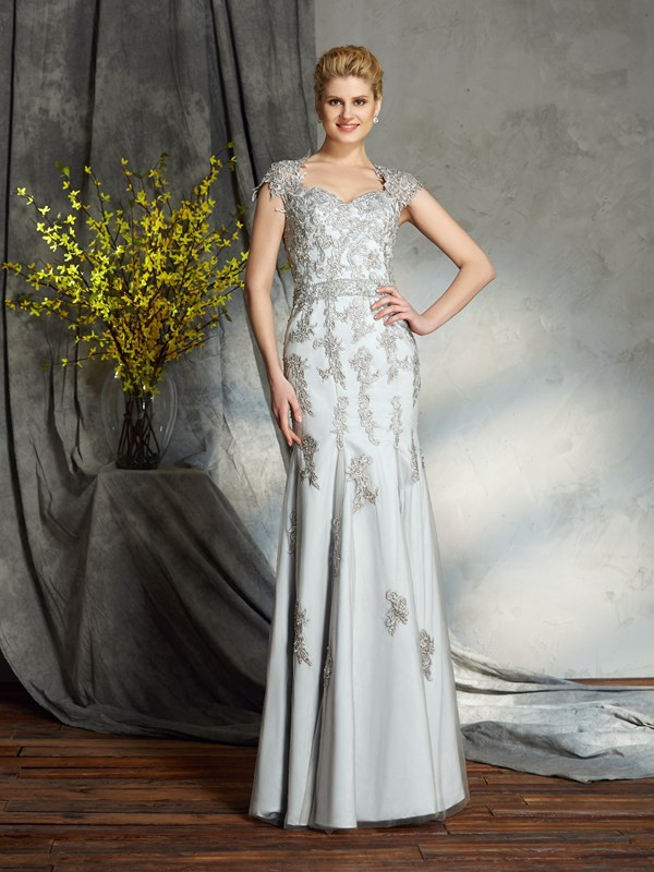 Sheath/Column Sweetheart Applique Satin Mother of the Bride Dress