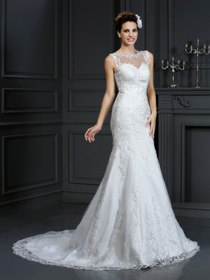 Sheath/Column Bateau Lace Long Satin Wedding Dress