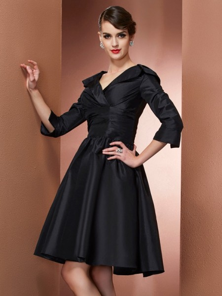 A-Line/Princess V-neck Short Taffeta Mother of the Bride Dress