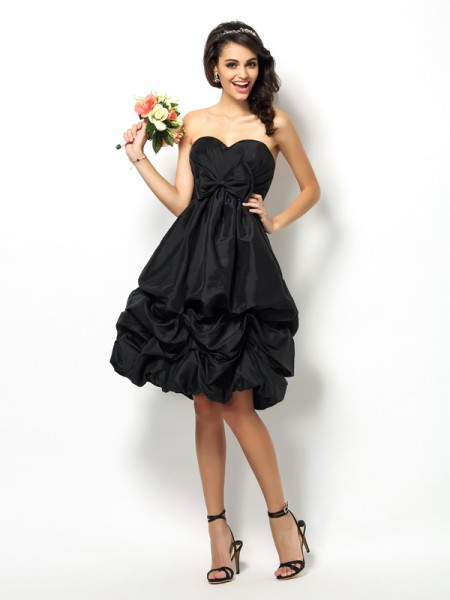 A-Line/Princess Sweetheart Bowknot Short Taffeta Bridesmaid Dress