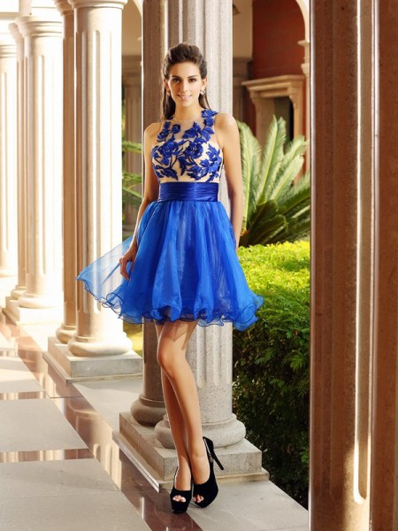 A-Line/Princess Bateau Beading Short Organza Cocktail Dress