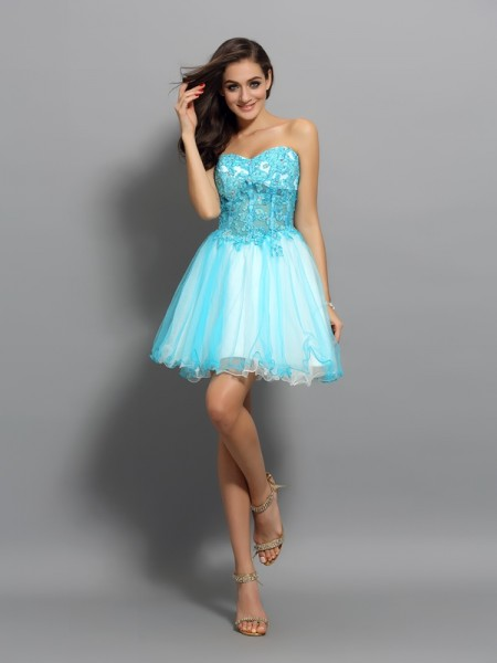 A-Line/Princess Sweetheart Applique Beading Short Satin Cocktail Dress