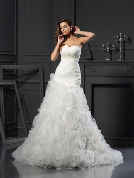A-Line/Princess Sweetheart Beading Long Organza Wedding Dress