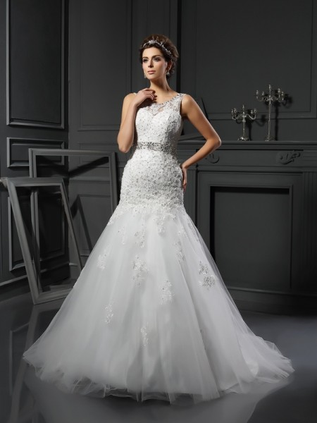 Sheath/Column Scoop Applique Long Net Wedding Dress