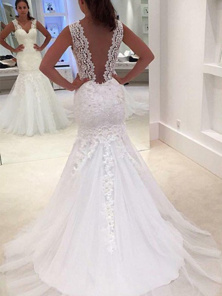 Trumpet/Mermaid Sleeveless Court Train V-neck Applique Lace Wedding Dress