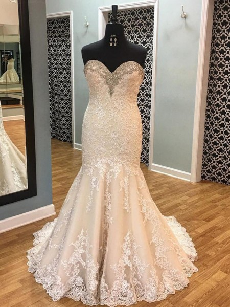 Trumpet/Mermaid Sleeveless Tulle Sweetheart Court Train Wedding Dress