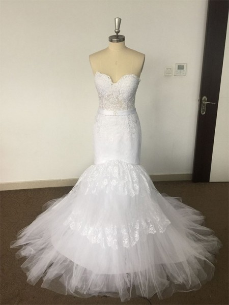 Trumpet/Mermaid Sweetheart Court Train Lace Tulle Wedding Dresses