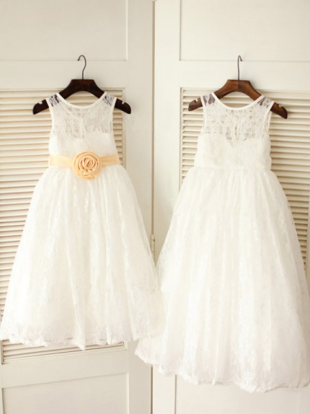 A-line/Princess Scoop Sash/Ribbon/Belt Long Lace Dresses