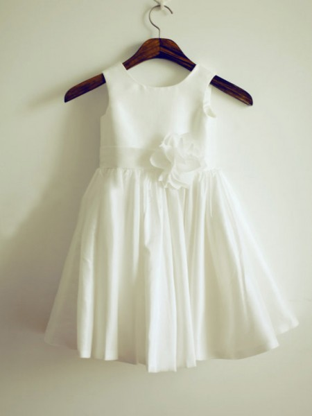 A-line/Princess Jewel Hand-Made Taffeta Knee-Length Flower Dress